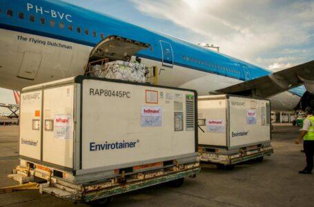 Coronavirus: arribó otro vuelo de Aerolíneas Argentinas con 384 mil vacunas Sinopharm