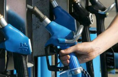 Llenar un tanque cuesta 4693 pesos y la nafta aumentó un 60 por ciento interanual